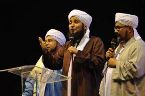 Gubernur DKI Jakarta Anies Baswedan menghadiri peringatan Isra Mi'raj Nabi Muhammad SAW 27 Rajab 1439 H yang digelar jemaah Majelis Rasulullah di Lapangan Monas, Jakarta Pusat,