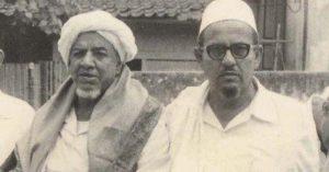 KISAH KEWAFATAN AL-HABIB 'ABDUL QADIR BIN 'ABDURRAHMAN ASSEGAF (AYAHANDA AL-HABIB SYECH BIN 'ABDUL QADIR ASSEGAF, SOLO) Shaf pertama penuh berdesak-desakan. Habib Abdul Qadir bin Abdurrahman Assegaf