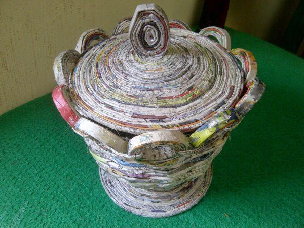 kerajinan dari limbah kertas yang mudah dibuat