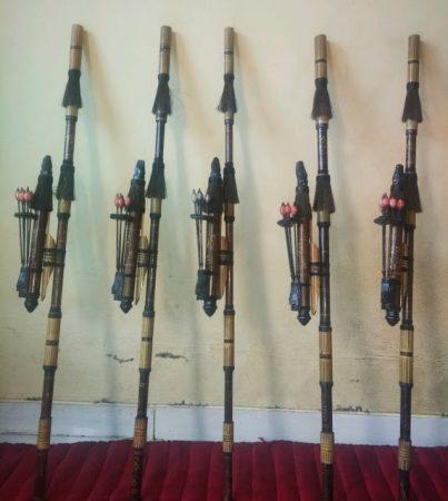 senjata tradisional nusa tenggara barat adalah
