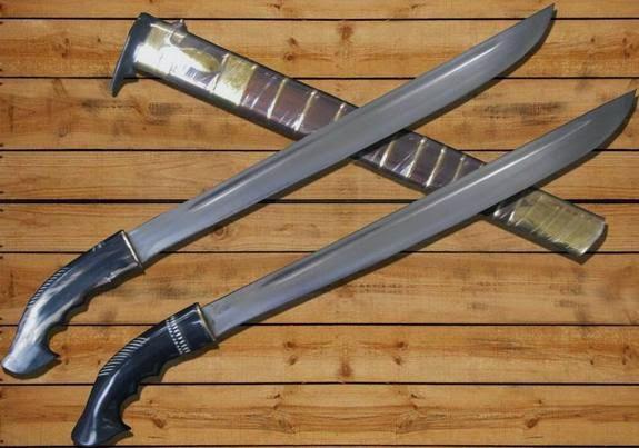 senjata adat nusa tenggara barat dan penjelasannya