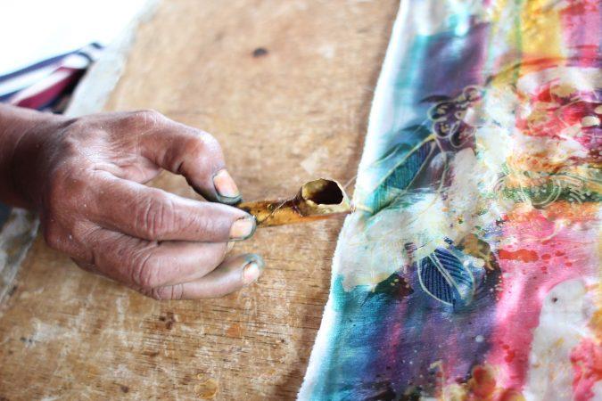 kerajinan tekstil yang dibuat dengan decorative technic memiliki kecenderungan