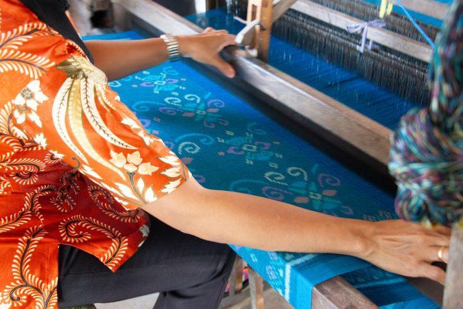kerajinan tekstil di indonesia dapat dibagi menjadi