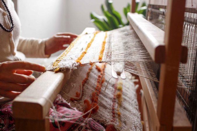 kerajinan tekstil dari bahan limbah