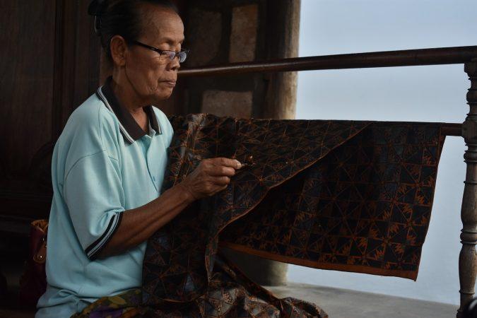 kerajinan dari tekstil limbah